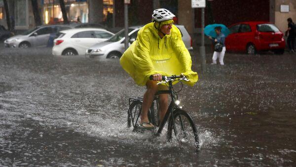 Berlin yağmura teslim oldu - Sputnik Türkiye