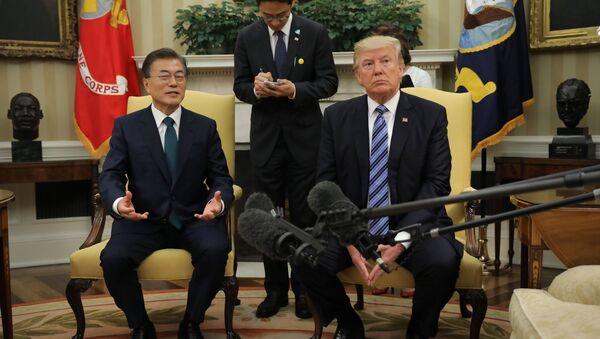 Donald Trump Moon Jae-in - Sputnik Türkiye