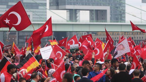 Köln'de Cumhurbaşkanı Erdoğan'a destek gösterisi - Sputnik Türkiye