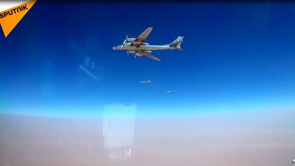 Rus bombardıman uçakları, Suriye'deki IŞİD hedeflerini vurdu - Sputnik Türkiye