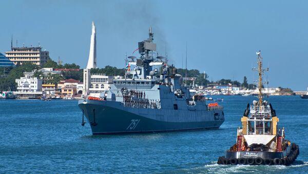 Rus Amiral Essen fırkateyni  için Sivastopol'de karşılama töreni - Sputnik Türkiye