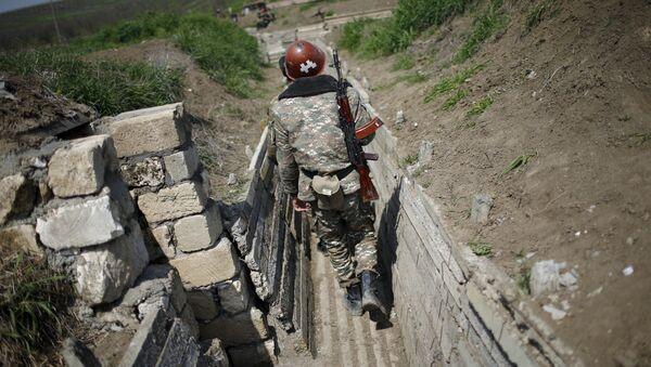 Dağlık Karabağ'da bir Ermeni asker - Sputnik Türkiye
