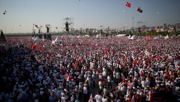 CHP lideri Kemal Kılıçdaroğlu'nun başlattığı 'Adalet Yürüyüşü' kitlesel bir mitingle sona erdi. - Sputnik Türkiye