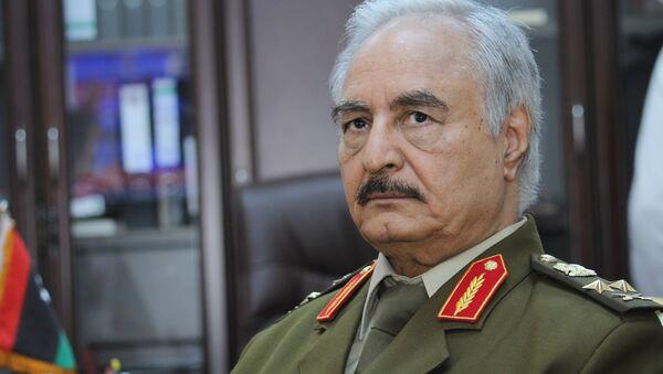 Libya'nın Tobruk merkezli Temsilciler Meclisi'ne bağlı emekli general Halife Hafter - Sputnik Türkiye