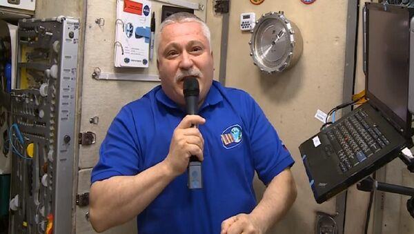Maşa ile Koca Ayı'nın yeni bölümü ilk kez uzayda gösterildi - VİDEO - Sputnik Türkiye