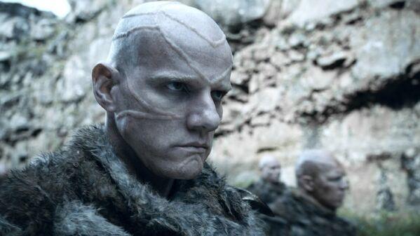 Rus aktör Yuri Kolokolnikov, dizinin 4. bölümünde Styr karakterini canlandırdı. Styr, John Snow tarafından öldürüldü. - Sputnik Türkiye