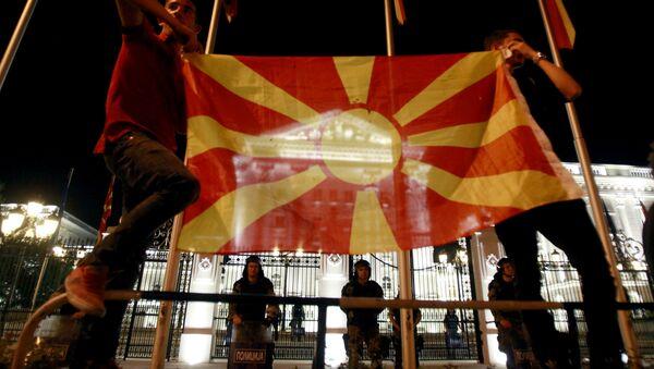 Makedonya bayrağı ve hükümet binası, Üsküp/Makedonya - Sputnik Türkiye