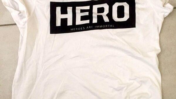 'Hero' tişörtü - Sputnik Türkiye