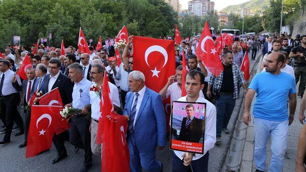 Tunceli'de 'teröre lanet' yürüyüşü - Sputnik Türkiye