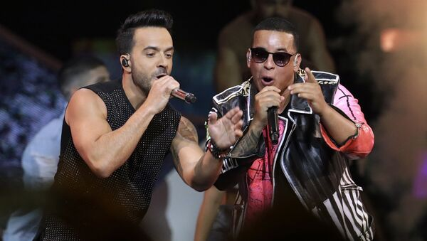 FILE - In this April 27, 2017 file photo, singers Luis Fonsi, left and Daddy Yankee perform during the Latin Billboard Awards in Coral Gables, Fla. Malaysia has banned their hit song Despacito on state radio and television, though it might be hard to slow the song's record-breaking popularity. - Sputnik Türkiye