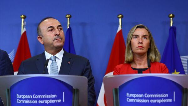 Dışişleri Bakanı Mevlüt Çavuşoğlu ve AB Dış İlişkiler ve Güvenlik Politikası Yüksek Temsilcisi Federica Mogherini - Sputnik Türkiye