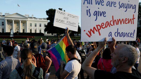 Trump'ın 'trans yasağı' Beyaz Saray önünde protesto edildi - Sputnik Türkiye