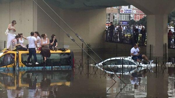 İstanbul'da şiddetli sağanak - fırtına - yağmur - dolmuş - Sputnik Türkiye
