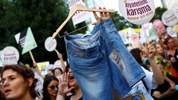 Kıyafetime Karışma eylemi - Sputnik Türkiye