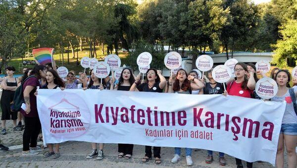 Kadınlar Maçka Parkı'nda yaşananları protesto etti - Sputnik Türkiye