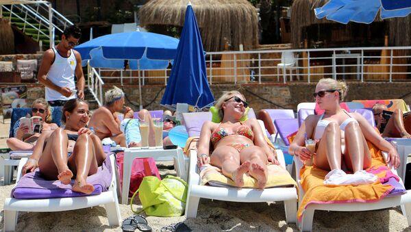 Antalya-Güneşlenen turistler - Sputnik Türkiye