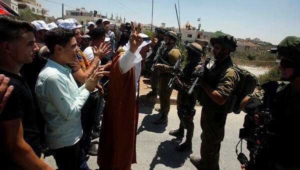 Filistinli protestocular, İsrail askerleri - Sputnik Türkiye