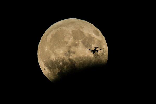 'Parçalı ay tutulması' gerçekleşti - Sputnik Türkiye