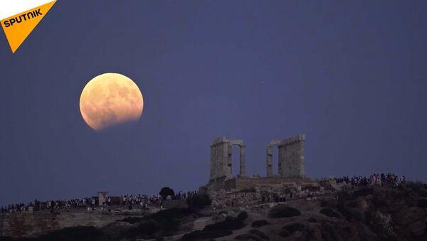 Kanlı ay tutulması Yunanistanda böyle görüntülendi - Sputnik Türkiye