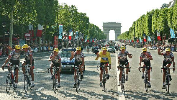 ABD'li bisikletçi  Lance Armstrong - Sputnik Türkiye
