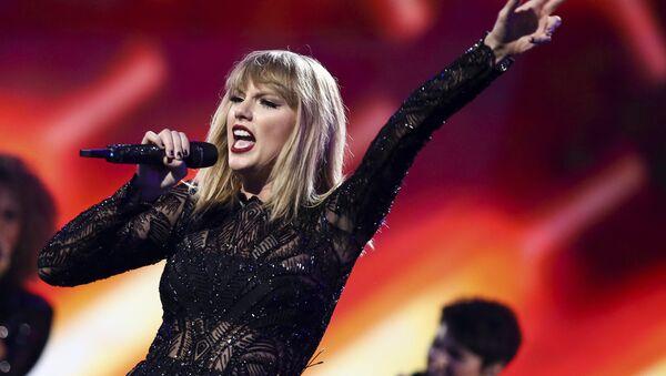 Taylor Swift taciz davasında ifade verdi - Sputnik Türkiye