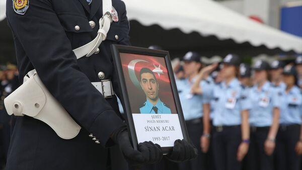 Polis memuru Sinan Acar'ın cenaze töreninden - Sputnik Türkiye