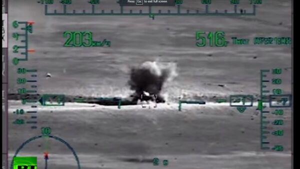 Rusya Savunma Bakanlığı, Suriye'deki çıkarma operasyonunun videosunu yayınladı - Sputnik Türkiye