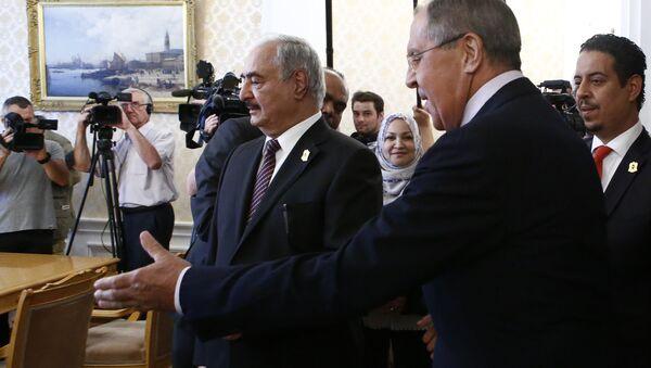 Rusya Dışişleri Bakanı Sergey Lavrov ve  Libya Ulusal Ordusu komutanı Mareşal Halife Hafter - Sputnik Türkiye