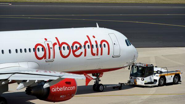 A photo taken on August 3, 2015 shows an Airbus of German airline Air Berlin on the runway in Duesseldorf, western Germany. - Sputnik Türkiye