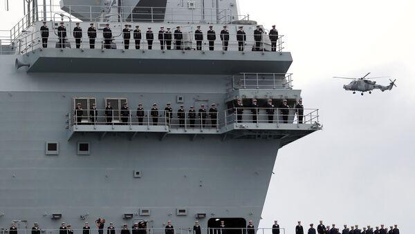 İngiltere'nin yeni uçak gemisi Portsmouth'taki üsse ulaştı  - Sputnik Türkiye