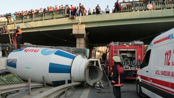 Kadıköy-kamyon kazası - Sputnik Türkiye