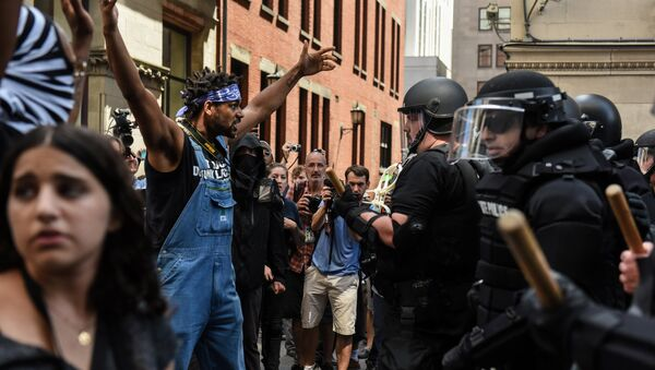 ABD'de ırkçılık karşıtları ile aşırı sağcılar karşı karşıya geldi - Boston - Sputnik Türkiye