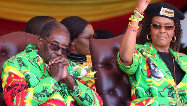Zimbabve Devlet Başkanı Robert Mugabe ve eşi Grace Mugabe - Sputnik Türkiye