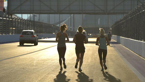 Dalgaları ve rüzgarı yenen Rus triatloncu güzelliğiyle Instagram'ı da fethetti - Sputnik Türkiye