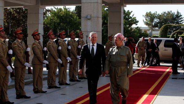 Irak Kürt Bölgesel Yönetimi Başkanı Mesud Barzani ve ABD Savunma Bakanı James Mattis - Sputnik Türkiye