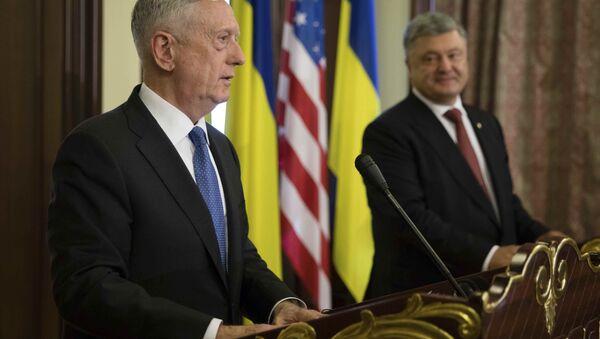 ABD Savunma Bakanı James Mattis, Ukrayna Devlet Başkanı Pyotr Poroşenko - Sputnik Türkiye