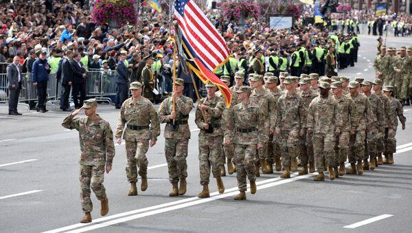 ABD askerleri Kiev'de düzenlenen bağımsızlık günü geçidinde. - Sputnik Türkiye