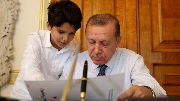Cumhurbaşkanı Recep Tayyip Erdoğan ve torunu Ömer Tayyip Erdoğan - Sputnik Türkiye