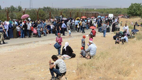 Suriyeli sığınmacılar, bayram için Kilis'in Öncüpınar Sınır Kapısı'nda - Sputnik Türkiye