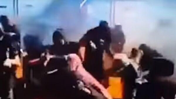 İzleyicilere böyle ateş püskürdü - Sputnik Türkiye