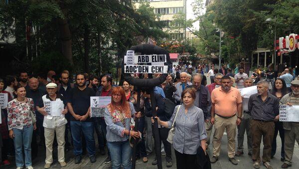 ABD Büyükelçiliği önünde siyah çelenkli protestoya polis müdahalesi - Sputnik Türkiye
