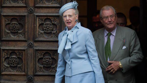 Danish royals Queen Margrethe II, left, and Prince Henrik leave after visiting St. Mark church in Zagreb, Croatia, Tuesday, Oct. 21, 2014 - Sputnik Türkiye