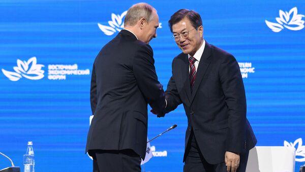 Güney Kore lideri Moon Jae-in- Rusya Devlet Başkanı Vladimir Putin - Sputnik Türkiye