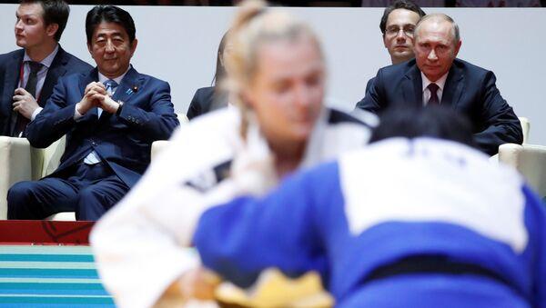 Japonya Başbakanı Şinzo Abe, Rusya Devlet Başkanı Vladimir Putin - Sputnik Türkiye