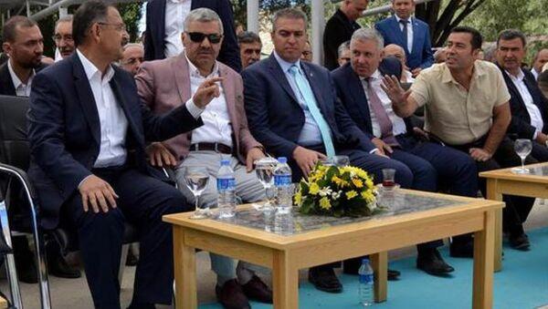 CHP Kayseri Milletvekili Çetin Arık ile Çevre ve Şehircilik Bakanı Mehmet Özhaseki arasında gerginlik - Sputnik Türkiye