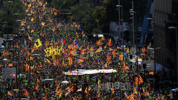 Katalanlar İspanya'dan ayrılmak için yürüdü - Sputnik Türkiye