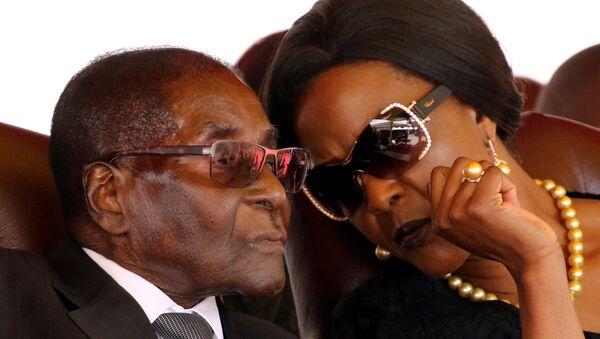 Zimbabwe Devlet Başkanı Robert Mugabe ve eşi Grace Mugabe - Sputnik Türkiye