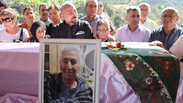 Aysel Tuğluk'un vefat eden annesi Hatun Tuğluk'un cenazesi - Sputnik Türkiye