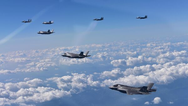 ABD'ye ait F35-B ve Güney Kore'ye ait F-15K savaş uçakları - Sputnik Türkiye