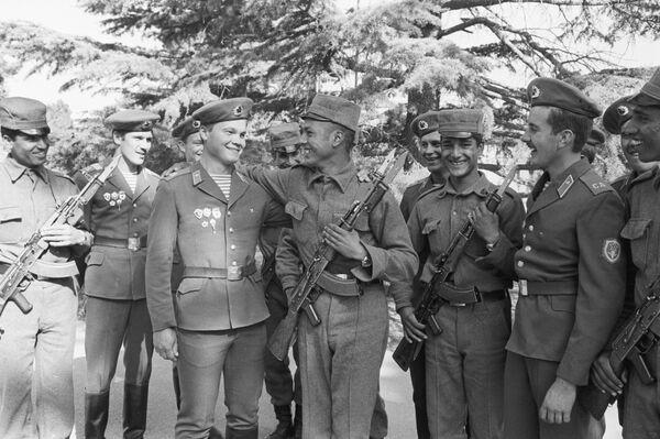 Afganistan'daki Sovyetler Birliği ve Afgan askerleri. - Sputnik Türkiye